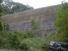 八ッ場沢の砂防ダム(2007年撮影)