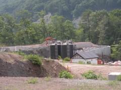 川原湯地区の打越代替地・王湯予定地では、共同浴場の建設に備えた工事が始まっている。