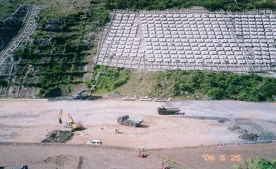 滝沢ダムの地すべり対策工事