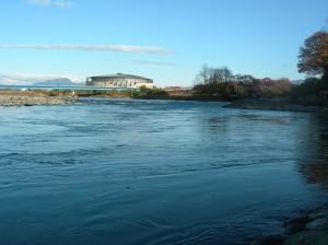 利根川(群馬県前橋市、県庁横 2009年11月15日撮影)