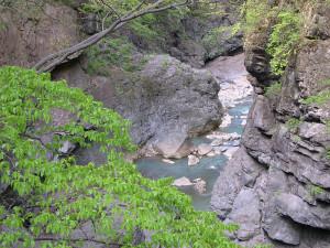 洪水の時以外は水の少ない吾妻渓谷