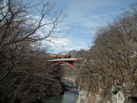 滝見橋から見えた吾妻線の走る風景(2014年3月22日撮影)