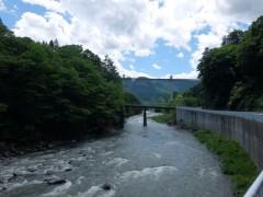 吾妻川沿いを走る国道145号線。