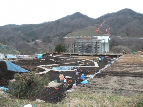三平遺跡と湖面1号橋の工事 2012年11月28日撮影