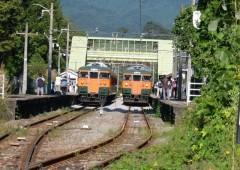 上りと下りの普通列車shuku