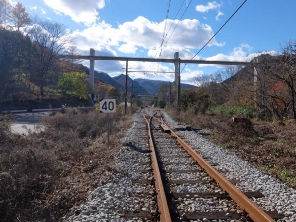 川原湯温泉駅に向かう線路shuku