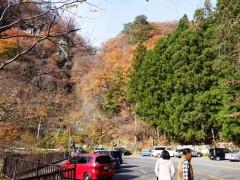 吾妻渓谷の町境のにぎわい