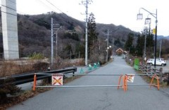 川原湯温泉街のアーケード入口shuku