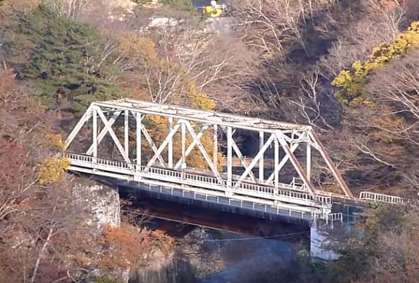 キャプチャ鉄橋の向こうに瀧見橋