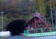 大柏木トンネルとトロッコのレール