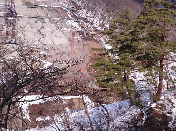 基礎岩盤の掘削