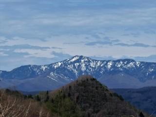 霊山・四阿山(標高2,354メートル)。長野原町からの眺望。