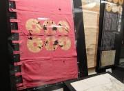 真田幸綱が掲げたとされる茜染に金糸の六連銭(長野市松代町「真田宝物館」)