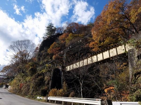 吾妻線の八ッ場橋梁と国道
