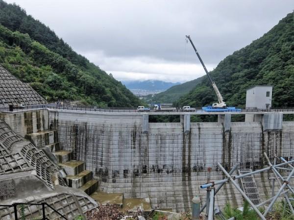 浅川ダムのダム堤