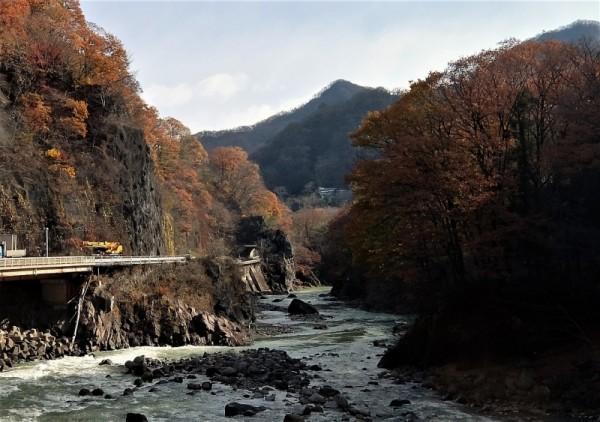 岩脈と川原湯温泉 (2)