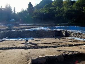 発掘調査中の東宮遺跡 (2)